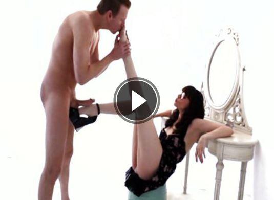 Fussfetisch Sex mit einer langbeinigen Schlampe