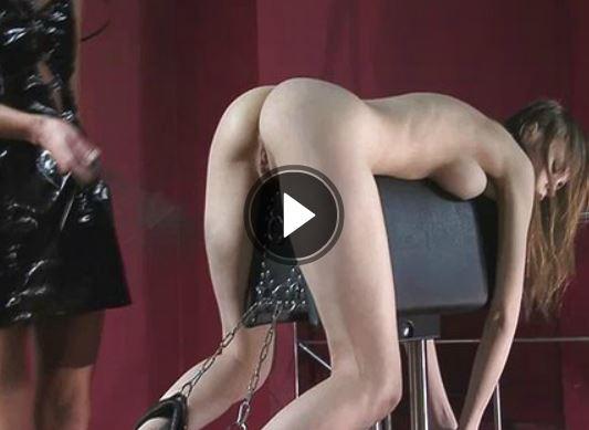 Lesben Schlampen im versauten Fetisch Pornovideo kriegt den Arsch versohlt